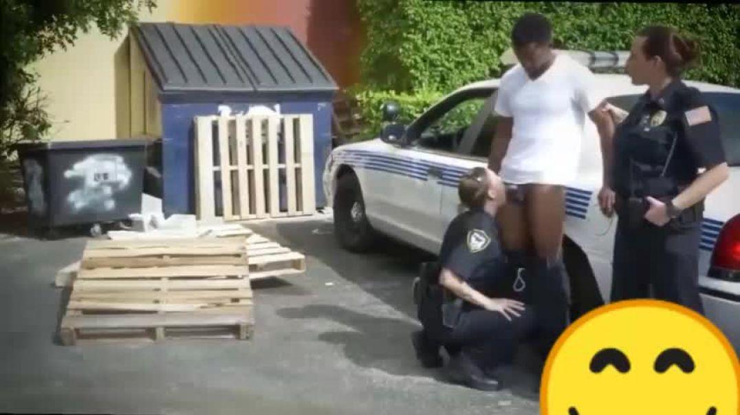 Zenci gangster polislere ders veriyor